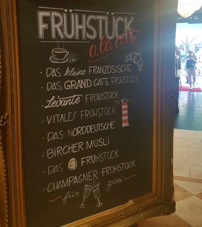 Frühstückstafel mit Rahmen - Grand Cafe Roncalli, Hamburg -Kopf Ahoi